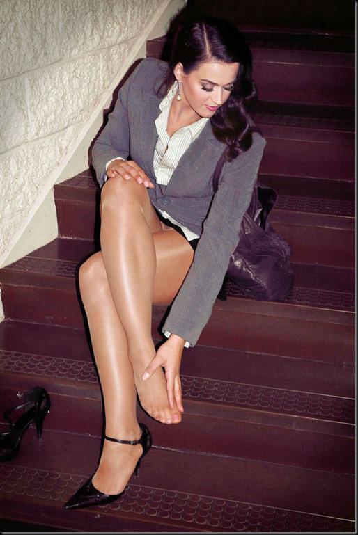 Katy Perry in collant senza scarpe