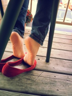 piedino sexy con ballerine rosse