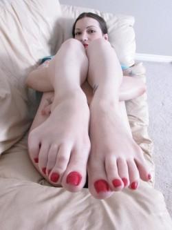 Dita dei piedi da succhiare con smalto