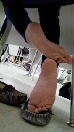 Piede stanco senza scarpe