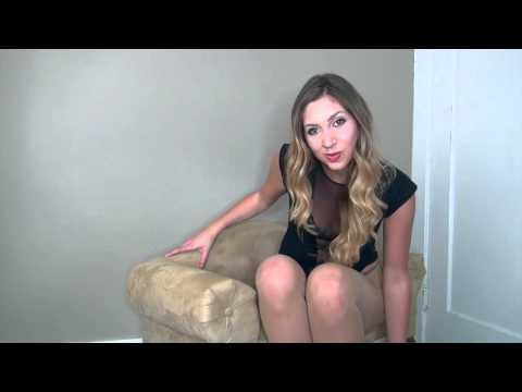 Video Nylon Feet ragazza bionda