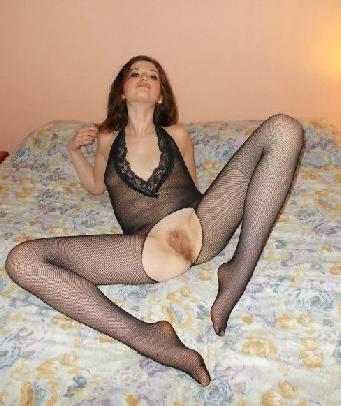 a gambe aperte con piedini coperti